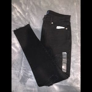 Gap jeans brand new with tags/black distressed ❤️